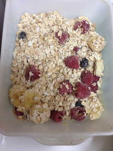 rolled oats, sugar, baking powder, cinnamon, sea salt with berries
