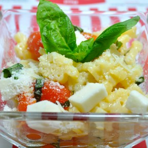 Pasta With Mozzarella and Cherry Tomatoes
