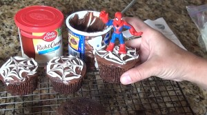 How to Make Quick and Easy Spiderman Cupcakes